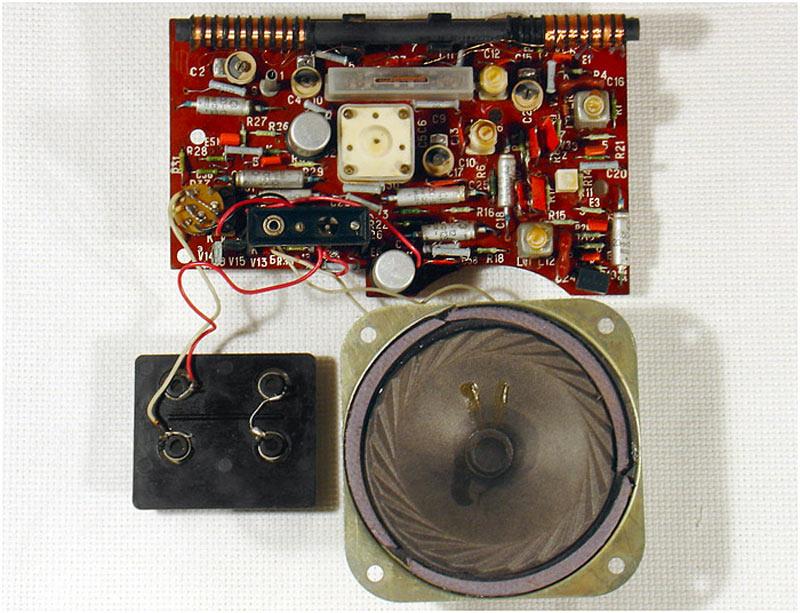 Портативный радиоприёмник хазар-402с 1975 года выпускал бакинский радиозавод